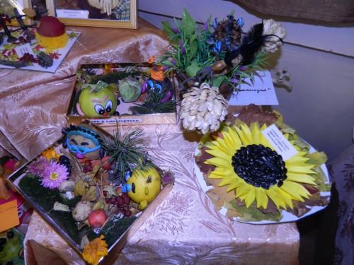 Осенняя выставка поделок в школе 72
